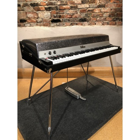 1973nFender Rhodes with Silver Sparkle lid